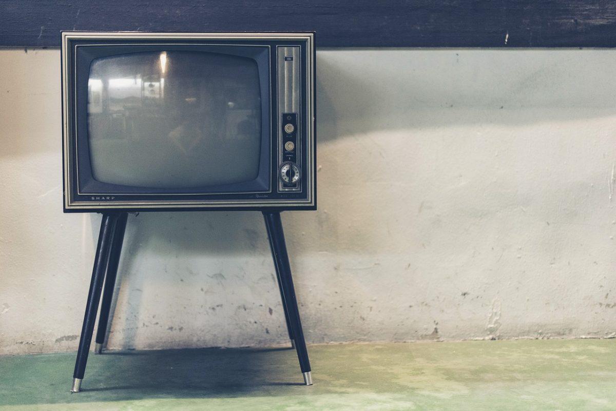 Wspólny odpoczynek przed tv, lub niedzielne serialowe popołudnie, umila nam czas wolny ,a także pozwala się zrelaksować.